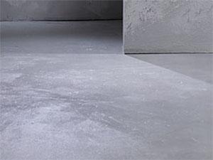 Poseur d'un sol resine Presles