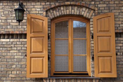 Changer les vitres de vos fenêtres : le menuisier et le miroitier