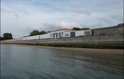 Une maison de pêcheur entre mer et jardin, à l'Ile de Ré (17)