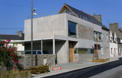 Plan de maison : une extension contemporaine dans un village breton