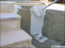 Rénovation de piscine : la résine de polyester au secours des vieux bassins