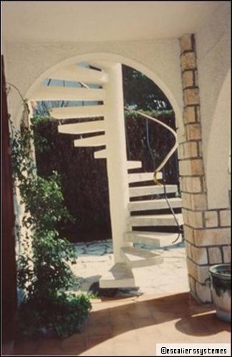 Escalier en béton : une solution qui combine modernité, solidité et durabilité - Travaux.com