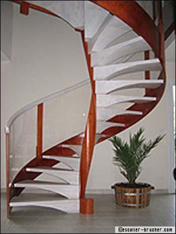 Escalier hélicoïdal : la primeur à l'esthétisme - Travaux.com