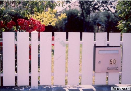 Grilles de clôture : le chic du fer forgé au prix de l'alu ou du PVC - Travaux.com