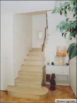 Escaliers en pierre : classiques ou design, les matières nobles en haut des marches