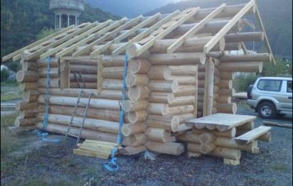 Hautes-Pyrénées - Des rondins de bois à la place des parpaings
