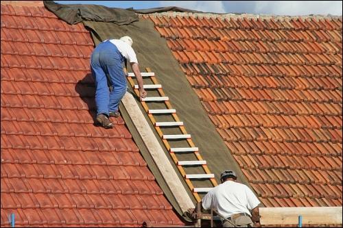 Rénovation de toiture: n'attendez pas la tuile! - Travaux.com