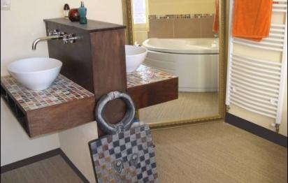 Une salle de bains aménagée pour les enfants à Chalon-sur-Saône
