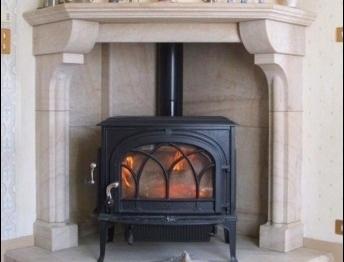 En Bourgogne, le poêle à bois s'habille d'une cheminée et diffuse une chaleur constante