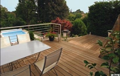 Terrasse en bois exotique ou local : près de Mâcon, une alternative durable et écologique