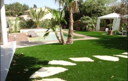 Gazon synthétique: du vert toute l'année!