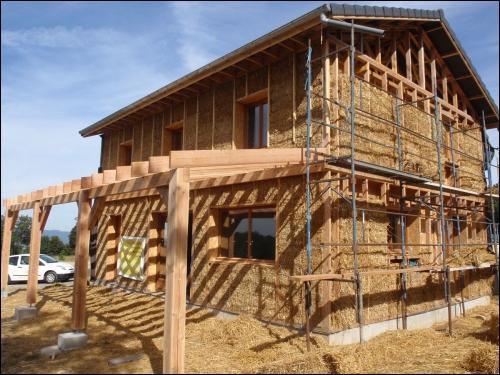 Une ossature bois conçue pour l'isolation avec de la paille près du Puy-en-Velay  - Travaux.com