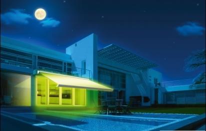 Un store extérieur avec éclairage à LED intégrées