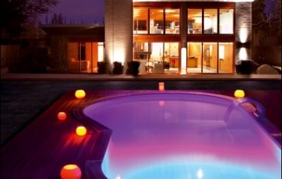 Liner et éclairage de piscine pour des piscines hot en couleur !