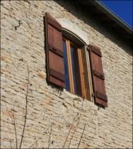 Façade en pierre rénovée près de Mâcon