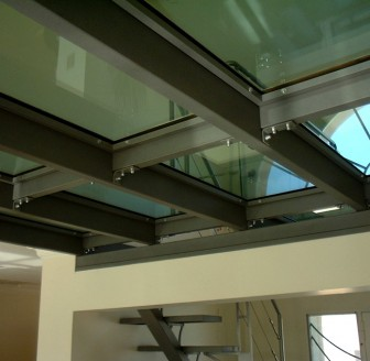 Mezzanine en métal et verre ©Verre et Sable