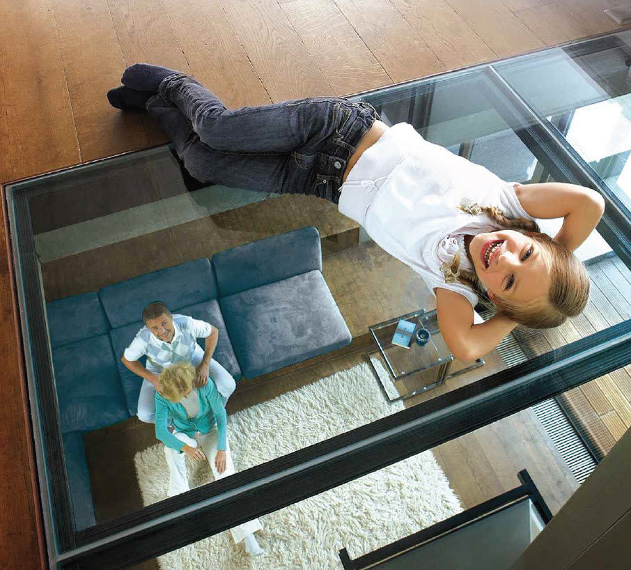 Sol transparent : installez un carrelage en verre | Travaux.com