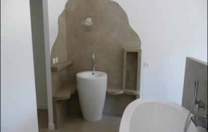 Une salle de bains en béton ciré: est-ce vraiment pratique ...
