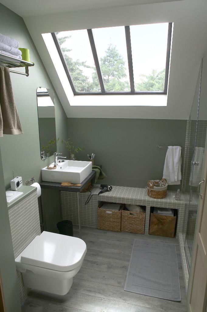 am nager une petite salle de bains avec de grandes id es. Black Bedroom Furniture Sets. Home Design Ideas