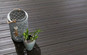 Terrasse en bois gris anthracite ©SILVERWOOD