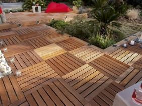 Terrasse en dalle de bois ©Leroy Merlin