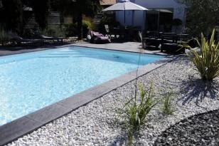 Abords de piscine en pierre reconstituée Pierra