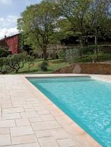 Abords de piscine en pierre reconstituée Marlux