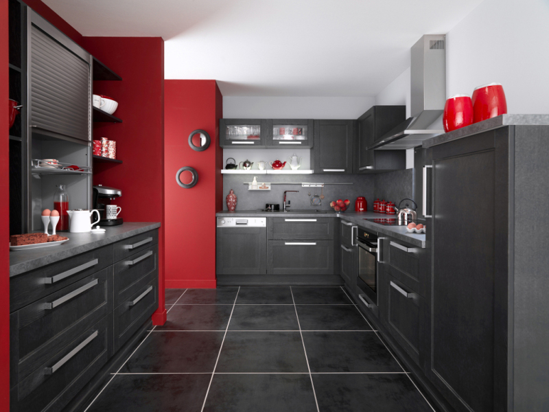 Une cuisine noire pour une déco lumineuse | Travaux.com