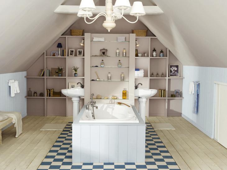 Salle de bains sous combles © Leroy Merlin