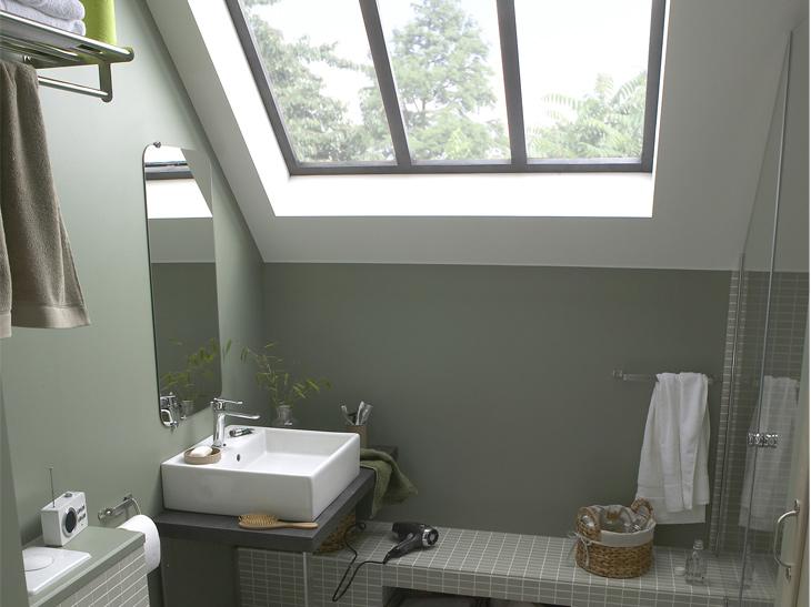 salle de bains sous comble 69221985. Black Bedroom Furniture Sets. Home Design Ideas