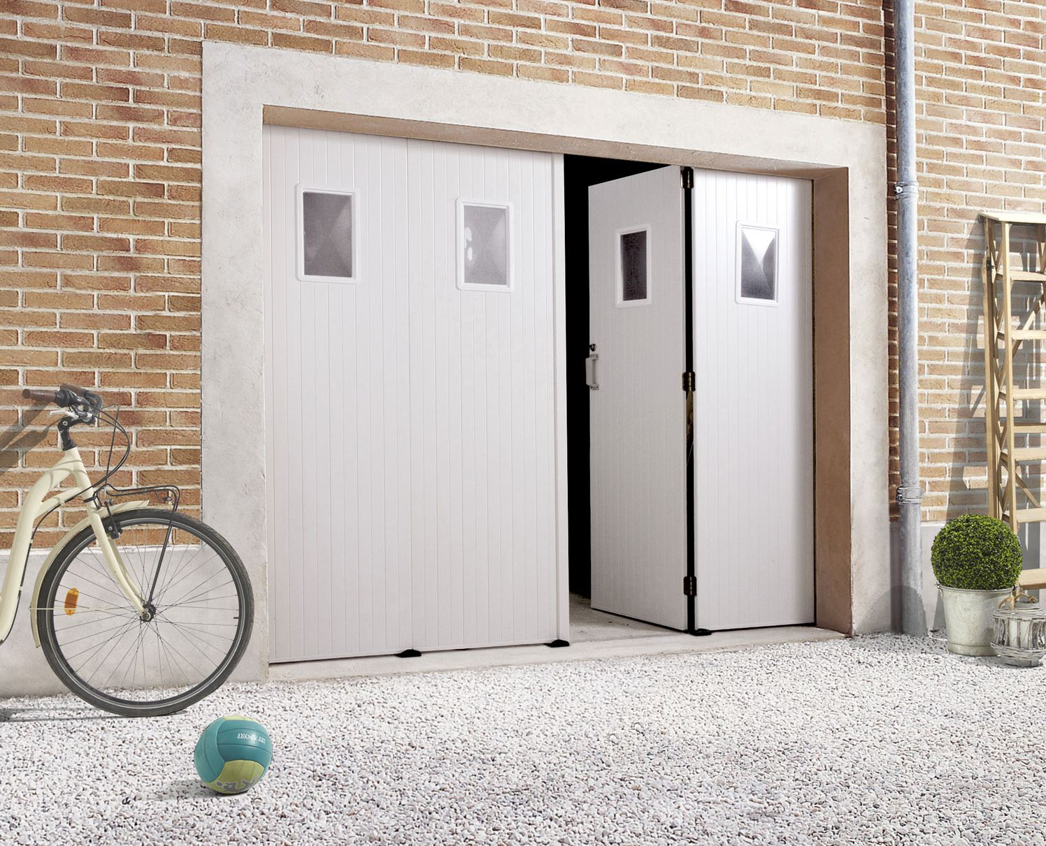 Prix d 39 une porte de garage en pvc 2018 for Installer chatiere porte garage