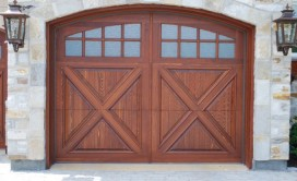 Porte de garage en bois ©Portes Bourassa
