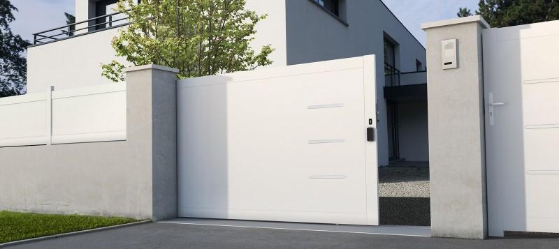 Portail coulissant PVC Briac © Lapeyre