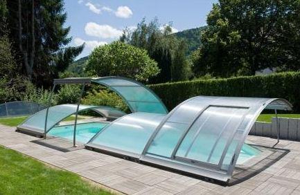 prix d 39 un abri de piscine relevable 2018. Black Bedroom Furniture Sets. Home Design Ideas