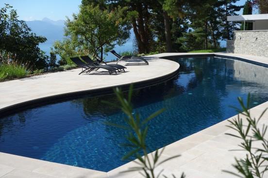"""Installation de piscine ©Carré Bleu International -""""Trophées de la Piscine FPP"""""""