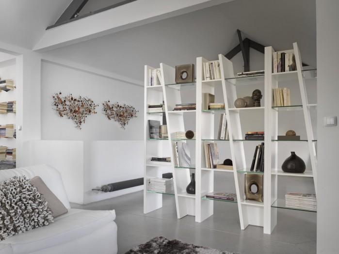 Bibliothèque BREM par GAUTIER Composition 9 – Finition laque blanche L. 240 x H. 220 x P. 43 cm Prix : 2 271 € TTC