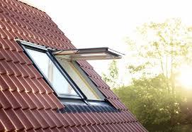 Fenêtre de toit, ouverture par projection Velux