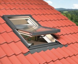 Fenêtre de toit ouverture par rotation