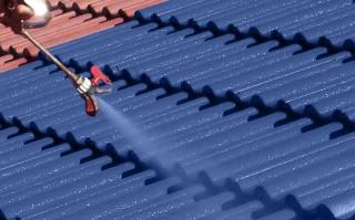 Traitement de toiture : peinture Artisan aubert
