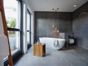 Murs et sol de salle de bains en béton ciré Deavita