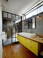 Verrière salle de bains style industriel Robert Nebolon Achitects