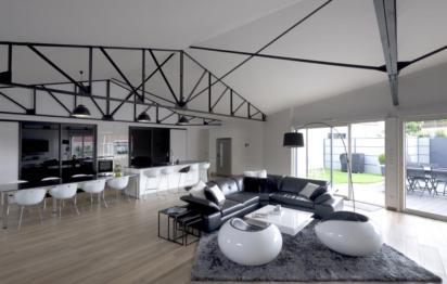 Grande pièce à vivre sans mur porteur Esprits d'intérieur